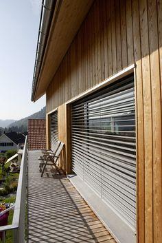 Erdgeschoss aus beton dachgeschoss komplett in reinem for Holzhaus kleinhaus