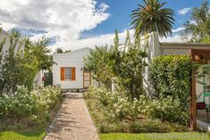 12 things to do in Graaff-Reinet in the Karoo - Roxanne Reid Old Buildings, Road Trips, Museums, South Africa, Things To Do, National Parks, Sidewalk, Holiday, Things To Make