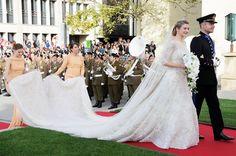 Pin for Later: Milliardäre, echte Prinzessinnen, Blogger und Blair Waldorf haben in Kleidern von diesem Designer geheiratet Hochzeitskleider von Elie Saab Braut: Prinzessin Stéphanie von Luxemburg