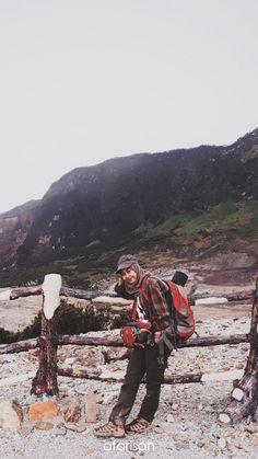 #afarisah #papandayan #mountain #Indonesia Ootd Hijab, Hijab Outfit, Hijab Fashion, Girl Fashion, Sport Outfits, Cool Outfits, Gooday, Anime Muslim, Bradley Mountain