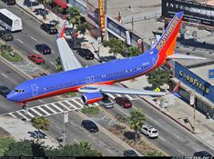 is very busy in the afternoon so even arriving aircraft have to use the pedestrian crossing to cross the street like this Southwest Split Scimitar - Photo taken at Los Angeles - International (LAX / KLAX) in California, USA in September, International Airlines, Best Airlines, Airplane Art, Southwest Airlines, Commercial Aircraft, Aeroplanes, Airports, Military Aircraft, Hotels