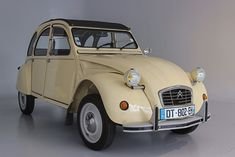 2cv French Classic, Classic Cars, Weird Cars, Crazy Cars, 2cv6, Van Car, Vintage Trailers, Old Cars, Cool Toys