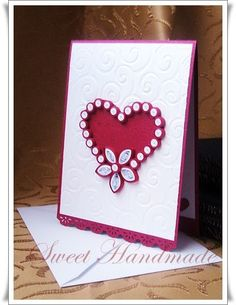 My first quilled Valentines card Ehe ... Iata si prima mea felicitare de Valentines realizata prin tehnica quilling. Corpul felicitarii est...