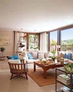 ¿Nos vamos de finde? Hemos descubierto una casa en la Costa Brava que tiene los colores del mar y en la que se respira una calma total. ¿Te vienes? Entra por la web (link en la bio)  #elmueble #salones #salon #casaelmueble #mediterraneo #azul #madera #relax #decoracion #decoration