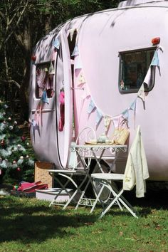 I am a tiny bit obsessed with this gorgeous Pink Caravan!!
