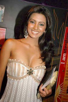 "Hot and Sizzling Pics of ""The Train"" Actress Geeta Basra"