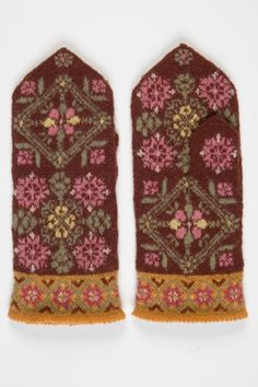 - läti kindad ERMis Knit Mittens, Knitted Gloves, Knitting Socks, Hand Knitting, Wrist Warmers, Hand Warmers, Stitch Book, Fair Isle Knitting, How To Purl Knit