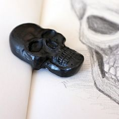 awesome!!! graphite skull for artists in your life