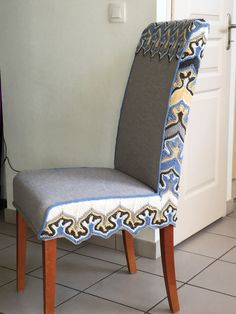 Housse tricot pour ancienne chaise Tricot D'art, Plexiglass, Dining Chairs, Furniture, Home Decor, Slipcovers, Chair, Decoration Home, Room Decor