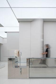 Bar Interior, Interior Concept, Retail Interior, Interior And Exterior, Beauty Retail Ideas, Retail Store Design, Retail Shop, External Staircase, Monochromatic Color Scheme