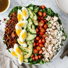 Cobb salad with bacon, hard boiled eggs, avocado, tomatoes, diced chicken and blue cheese in a bowl on a marble counter. Best Salad Recipes, Chicken Salad Recipes, Healthy Salad Recipes, Egg Recipes, Paleo Recipes, Easter Recipes, Drink Recipes, Ensalada Cobb, Cobb Salad