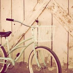 Vintage beach cruisers...I want to get my friends and bike down to the beach!