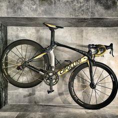 """Lightweight gold"" --> Track Cycling, Cycling Bikes, Bicycle Garage, Bmx Freestyle, Speed Bike, Bike Style, Mtb Bike, Bicycle Design, Road Bikes"