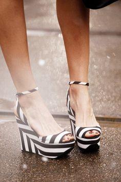 les plus belles chaussures compensés blanc-noir