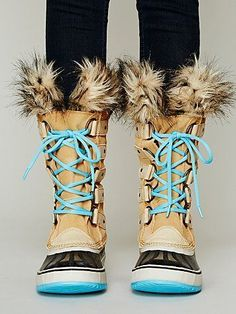 Snow boots // I need a pair or winter boots! Snow Boots, Ugg Boots, Sorel Boots, Rain Boots, Furry Boots, Cute Shoes, Me Too Shoes, Looks Street Style, Winter Wear