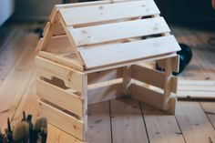 DIY building instructions for a farm tractor shed from Ikea Knagglig Kisten ⋆ – Babyroom Diy Home Furniture, Diy Furniture Projects, Wood Projects, Diy Hacks, Ikea Hacks, Wooden Crafts, Wooden Diy, Ikea Hack Kids, Maila