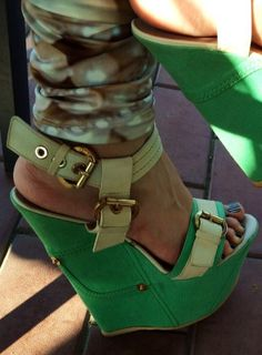 High Shoes, Hot High Heels, High Heels Stilettos, Wedge Heels, Sexy Sandals, Green Sandals, Steel Shoes, Gorgeous Heels, Sexy Toes