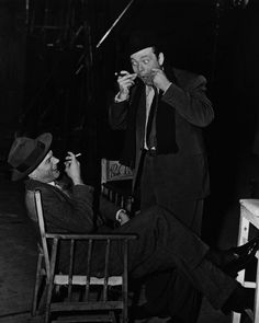 Joseph Cotten y Orson Welles en el set de 'El tercer hombre' (Carol Reed, Turner Classic Movies, Classic Films, Classic Hollywood, Old Hollywood, I Movie, Movie Stars, Movie Theater, Carol Reed, Joseph Cotten