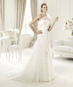 Pronovias-Fashion-2013-Wedding-Dresses-Collection_13