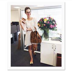 Regram da @voguebrasil, passadinha na redação hoje! Adoro esse vestido, é de uma marca de Barcelona chamada BDBA e sempre recebe elogios quando uso... A bolsa é Proenza Schouler que roubei temporariamente da mami @suzanaceridono e óculos Ralph Lauren de sempre