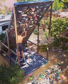 """いいね!1,239件、コメント6件 ― Home Climbing Inspirationさん(@homeclimbinggyms)のInstagramアカウント: 「""""My 12 yr old took it upon himself to strip our home wall and set some new problems today."""" -…」"""