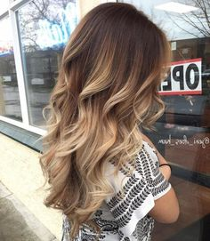 35 Balayage Hair Color Ideas for Brunettes in 2019 35 Balayage Hair Color Ideas for Brunettes in The French hair coloring technique: Balayage. These 35 balayage hair color ideas for brunettes in 2019 allow to achieve a more natural and modern eff. Hair Color Balayage, Hair Highlights, Brown Balayage, Balayage Hairstyle, Caramel Highlights, Balayage Diy, Short Balayage, Color Streaks, Chunky Highlights