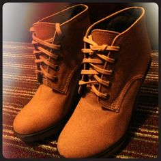 The 100% authentic ladies canvas gum boot. Hi! I have this beautiful shoes since last year and I wore it only 1 time. It doesn't fit me. Its size 9 if anyone interested! Urban Outfitters Shoes