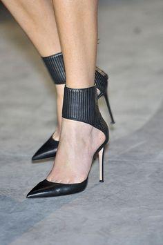 Hakaan at Paris Fashion Week Fall 2011 Hakaan Fall 2011 - Details Stilettos, Pumps Heels, High Heels, Work Heels, Black Pumps, Black Shoes, Mode Shoes, Sexy Heels, Beautiful Shoes