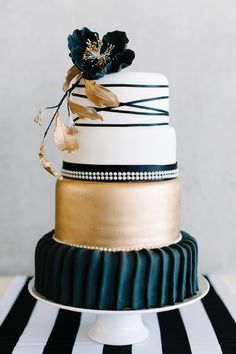 Gold, black, and white wedding cake | Debbie Lourens | see more on: http://burnettsboards.com/2016/02/coco-chanel-inspired-shoot/