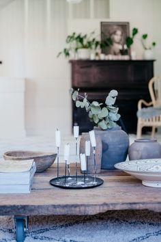 Uusi Kuu -blog Nature Decor, Scandinavian Style, Interior Design Inspiration, Interior Styling, Nest, Candles, Table Decorations, Living Room, Natural