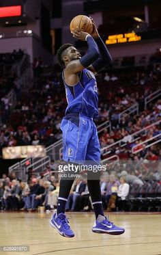 News Photo : Wesley Matthews of the Dallas Mavericks shoots a...