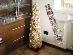 Oggi è la #FestaDegliAlberi, un modo per celebrarne la tutela e per preservare il mondo dai disastri naturali. Anche noi di #conlemani festeggiamo gli alberi a modo nostro: lo avete mai visto un grande albero di Natale fatto di tappi che vive in casa tutto l'anno?! #creaconlemani #conlemani