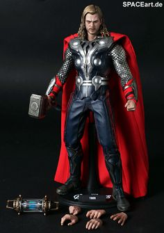 Am I the only one creeped out by those extra hands...?  The Avengers: Thor - Deluxe Figur, Fertig-Modell, http://spaceart.de/produkte/tav003.php