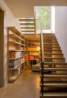 Modern stairs what does the perfect design look like Stairs Design Design Modern perfect Stairs Home Stairs Design, Home Room Design, Modern House Design, Home Interior Design, Stair Design, Design Design, Stair Bookshelf, Bookshelf Design, Modern Bookshelf