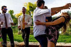 La pequeña capilla de Santa Faz y la finca la Torreta de Bayona fueron los lugares elegidos por Cristina y Emmanuel para celebrar una boda al aire libre y con mucho estilo en Alicante