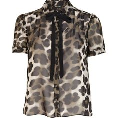 River Island Khaki animal print dolly blouse (£15) ❤ liked on Polyvore featuring tops, blouses, blusinha, khaki blouse, animal print tops, river island, bow top and short sleeve blouse