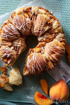 Peach Pull-Apart Bread from @tuttidolci