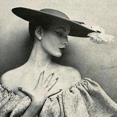 Balenciaga, Harper's Bazaar 1952