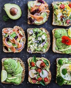 Starting a busy and fun weekend with a platter of Avocad… Avocado toast forever! Starting a busy and fun weekend with a platter of Avocado toast YUM! My favourite is the Salmon + Beetroot version. Easy Healthy Dinners, Healthy Dinner Recipes, Healthy Snacks, Healthy Eating, Cooking Recipes, Brunch, Avocado Recipes, Mets, Avocado Toast