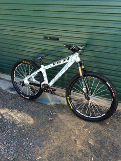 Jared Graves' spare Yeti DJ Bmx Bicycle, Bmx Bikes, Yeti Cycles, Dirt Jumper, Bicycles, Mtb, Mountain Biking, Sport Bikes, Sports