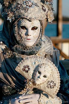 costume in blue and white flowers from Carnevale 2009 in Venice, Italy300 x 45073.7KBwww.dreamstime.com