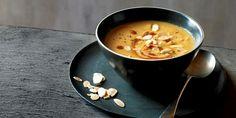 Marokkaanse bloemkoolsoep met amandelen. Maaltijdsoep: lekker vullend en fijn in de winter. Maak een extra grote pan en vries een deel van de soep in.