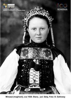 Folk Costume, Costumes, Historical Images, Album, Romania, Photos, Pictures, Dress Up Clothes, Fancy Dress