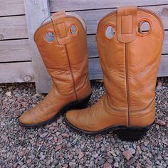 7f4fe4a75358 Vintage Olathe boots   size 6.5 womens EU 37   1970s camel