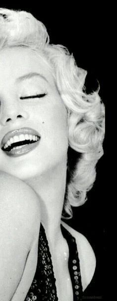 Marilyn Monroe: Iconic image of the Hollywood actress / sex symbol …. Divas, Most Beautiful Women, Beautiful People, Marilyn Monroe Fotos, Marilyn Monroe Style, Marilyn Monroe Wallpaper, Norma Jeane, Celebs, Celebrities