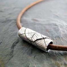 Artesanal de plata fino grano en collar de cuero por SilverWishes