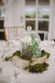 Wedding Flowers: Natural Arrangements at The Comus Inn in Dickerson, Maryland