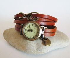 Montre femme au bracelet cuir Love lanière couleur par Cristalizade