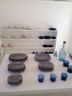 factory zoomer on Kazumi, Stand Design, Ceramics, Dishes, Glasses, Twitter, Kitchen, Crafts, Ceramica