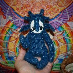 Мы веселые... кхм... медузы. Цветом косим под арбузы. Не скучаем, веселимся. Без крючка мы не плодимся... Риск дело благородное - мелочь все 15  см с рогами. Надобно еще помельче. А кукла января — на 46% готова. #weamiguru #amigurumi#faurikdolls #crochetdoll #handmade #handmadedoll #crochet #amigurumidoll #кукла #хобби #вязаниекрючком #вязанаякукла #амигуруми #toy_gallery #gurumidoll #gurumigram #crochettoy #craft #livemaster #мастеркрафт #knitting #хочуввяжемвкусно